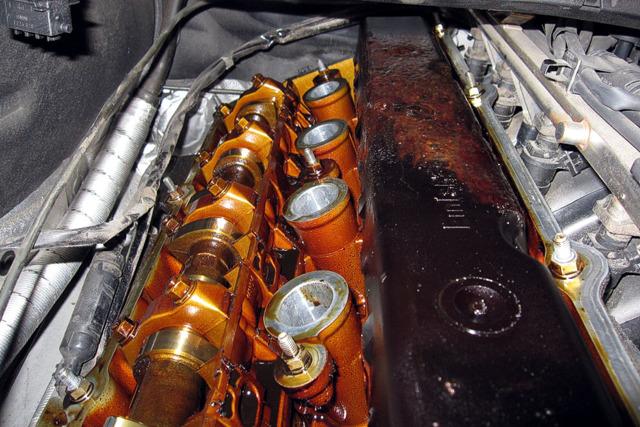 Бензин в масле: причины попавшего в мотор топлива