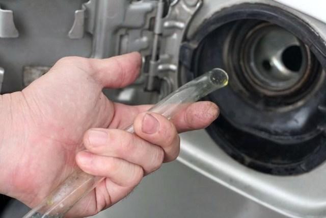 Слив бензина: как слить топливо из бака